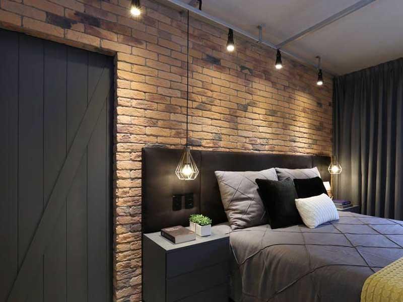 quarto com lampadas de teto em estilo industrial