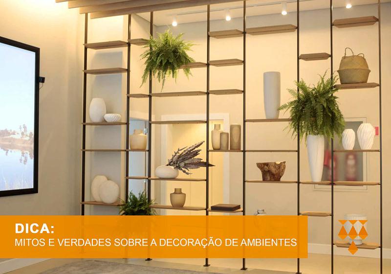 estantes decorativas com vasos e plantas