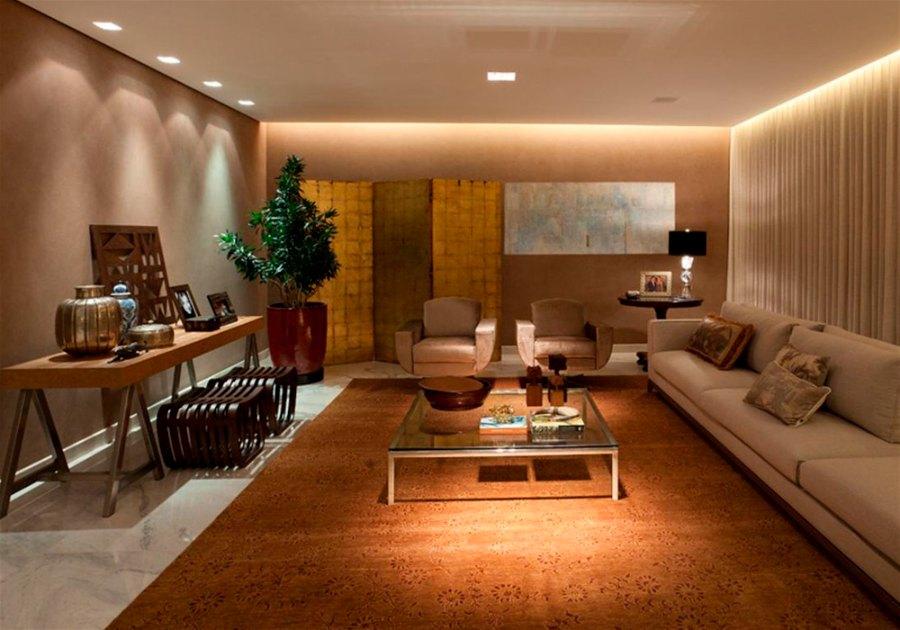 Sala com luz de destaque