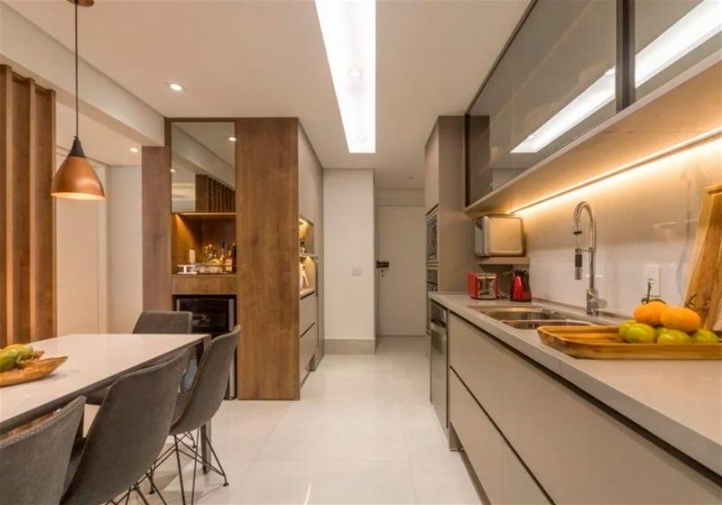 Imagem de uma cozinha com projeto iluminotécnico