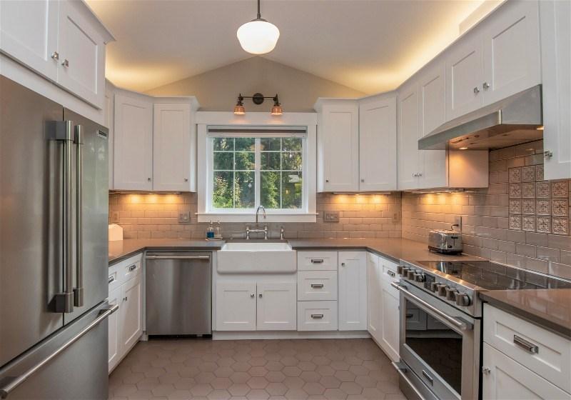 Imagem de uma cozinha projetada no formato em U