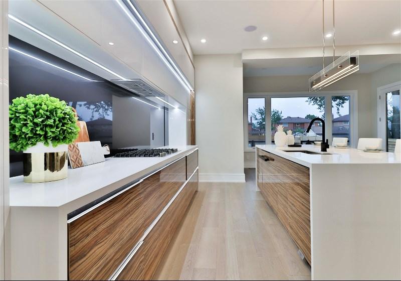 Imagem de uma cozinha projetada no formato paralelo