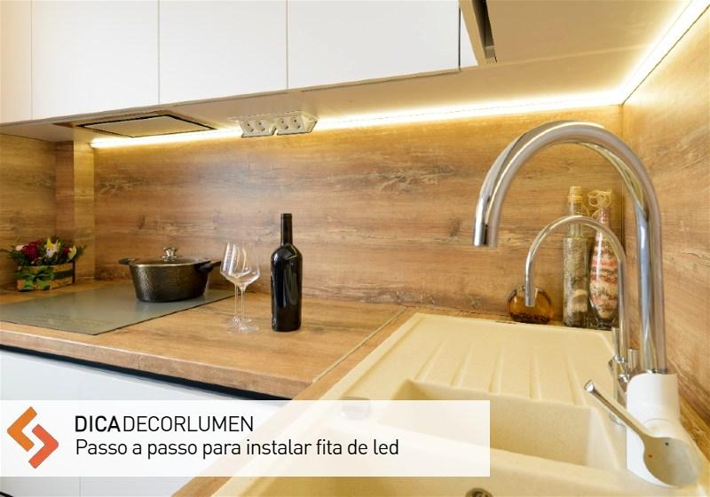 Imagem de cozinha decorada com fita de LED