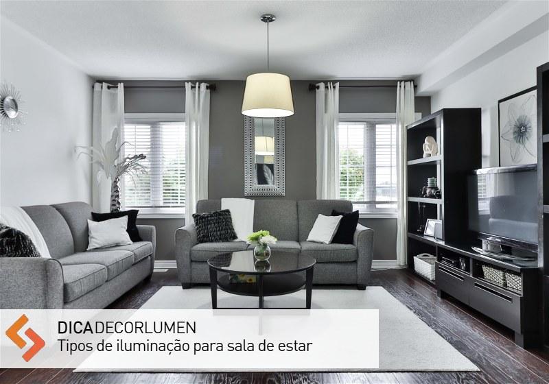 Imagem de sala de estar decorada com itens de iluminação