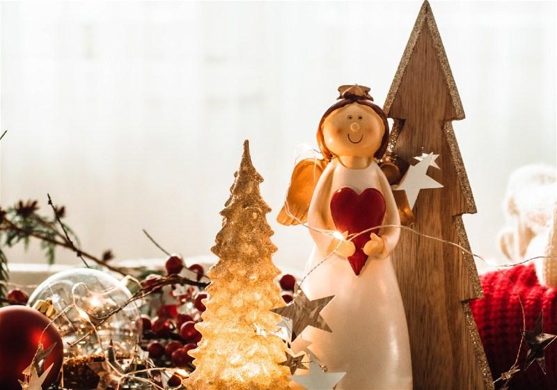 Imagem em destaque de enfeites natalinos
